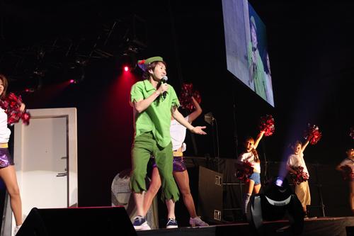 ライブでピーターパンの衣装を着たナオト・インティライミ
